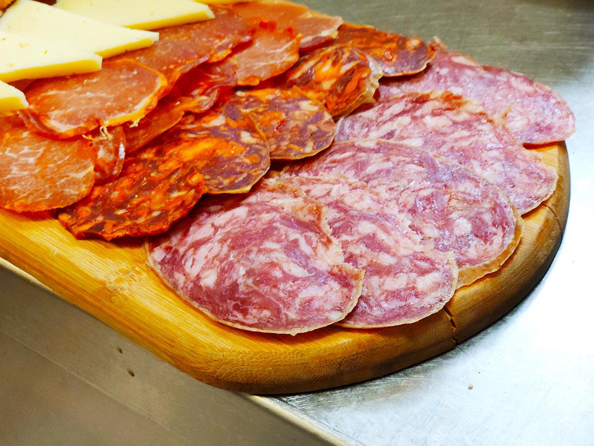 Curados. Queso, Chorizo, Salchichón, Lomo.